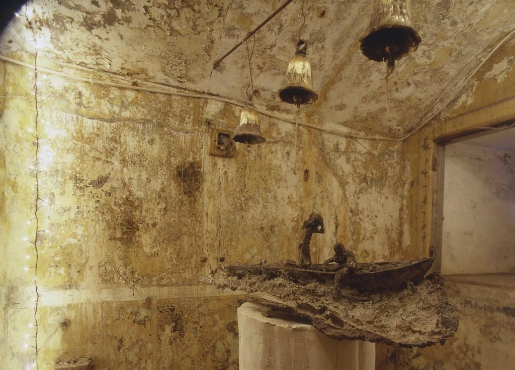 """""""Ring for mine børn"""",  Første interaktive klokke installation.  Udst """" Husrum"""" Madsnedø 2001. Foto Bengt Rydberg"""