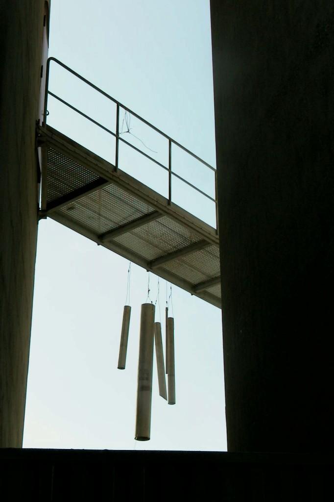 """vind Klokkespil af rør, h. ca 200 cm."""" Rumklang"""" Madsnedø 2002 fot: mrolsen"""
